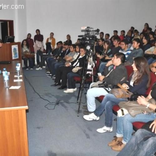 """Ekonomistler Platformu, """"Prof. Dr. Erdoğan Alkin Anısına Anadolu EkoSohbetleri"""" Kapsamında Bülent Ecevit Üniversitesi'nde idi.."""