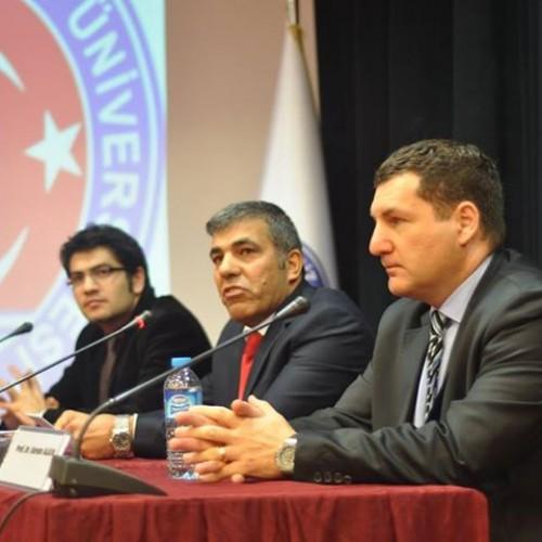 """Ekonomistler Platformu, """"Prof. Dr. Erdoğan Alkin Anısına Anadolu EkoSohbetleri"""" Kapsamında Çanakkale Onsekiz Mart Üniversitesi'nde idi.."""